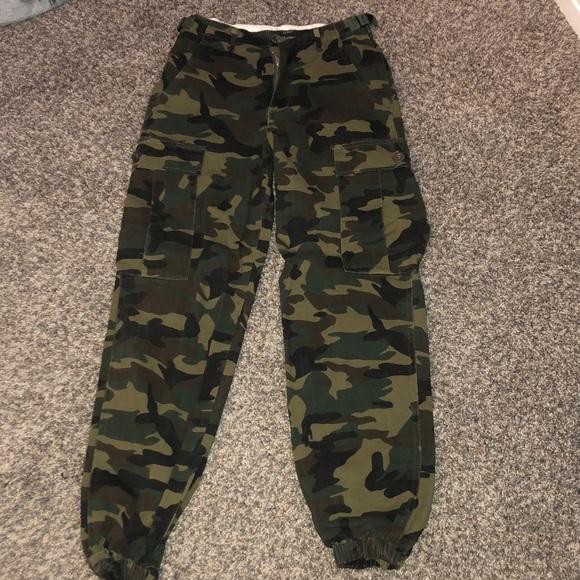 bdfbe2e8afb60 Cadet Kim oversized camo pants